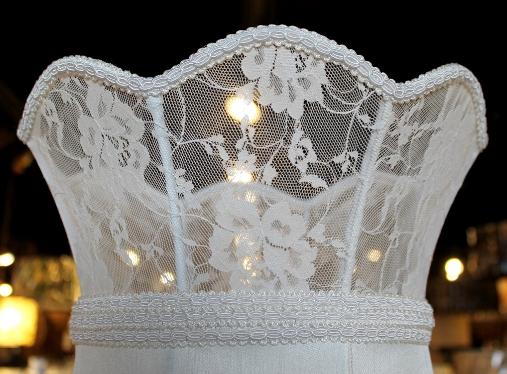 Capodimonte lamp shade lace crown